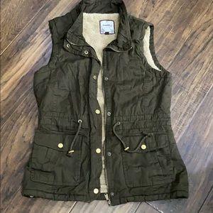 Snobbish utility vest